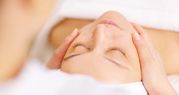 Ansigtsbehandling mini - m/ Massage og Lysterapi